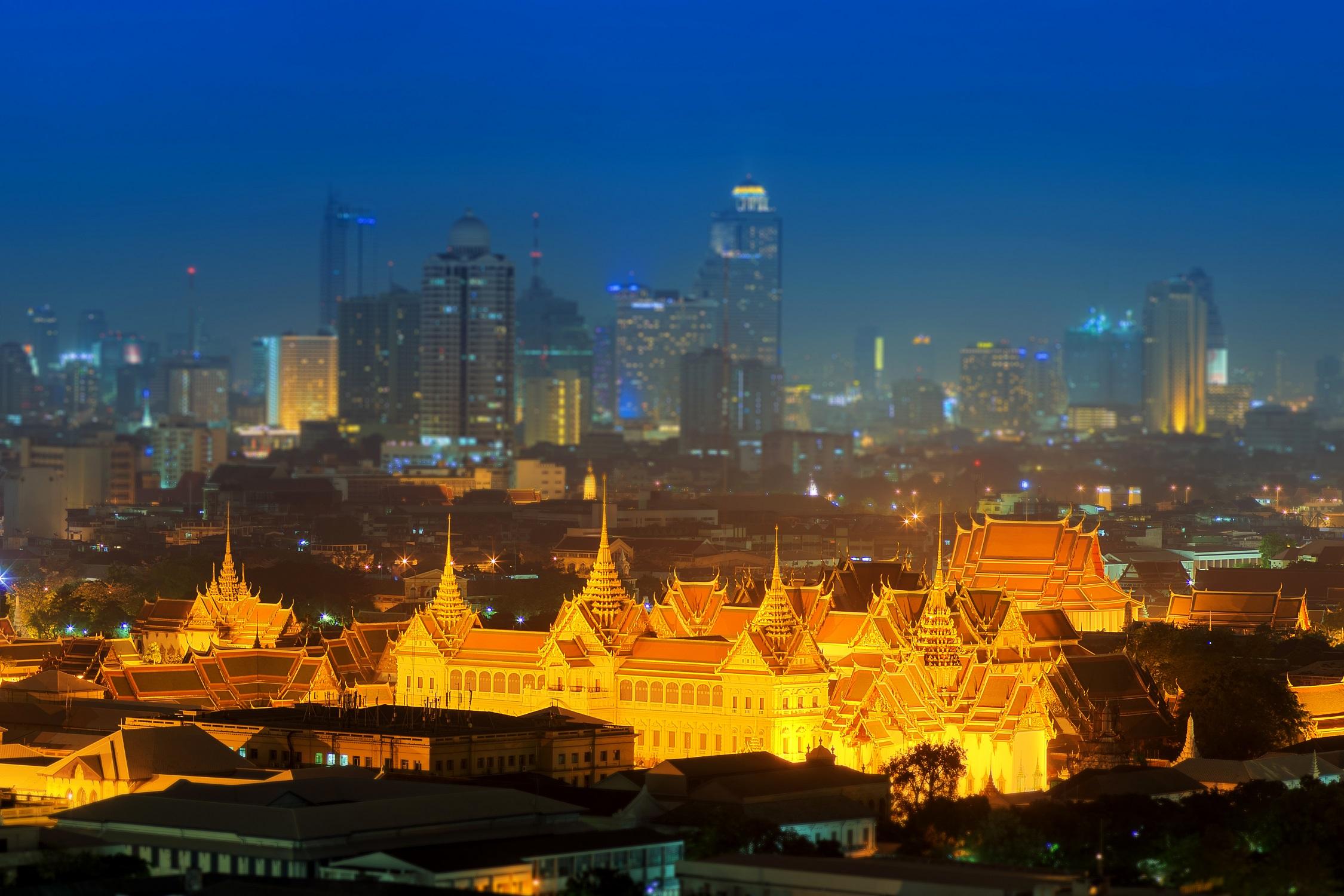 56908_Bangkok-SkylineandGrandPalace.jpg